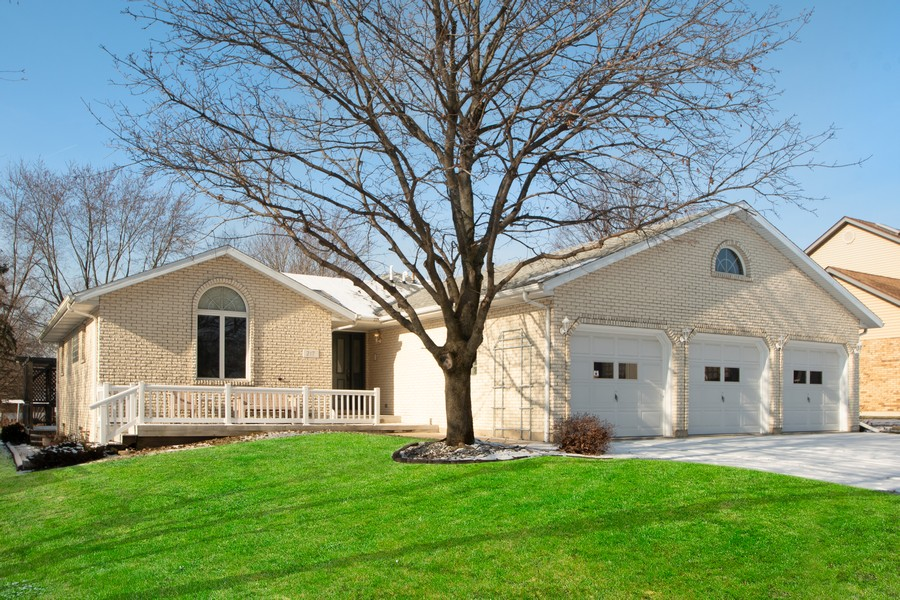 Real Estate Photography - 217 Aspen Dr, New Lenox, IL, 60451 - Front View