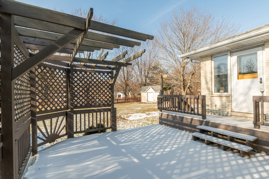 Real Estate Photography - 217 Aspen Dr, New Lenox, IL, 60451 - Deck