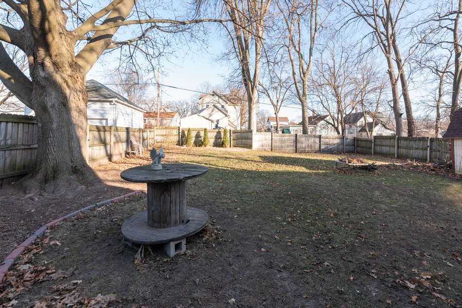 Real Estate Photography - 21 Woodland Ave, Elgin, IL, 60123 - Back Yard