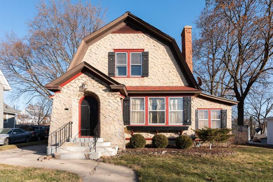 Real Estate Photography - 21 Woodland Ave, Elgin, IL, 60123 - Front View