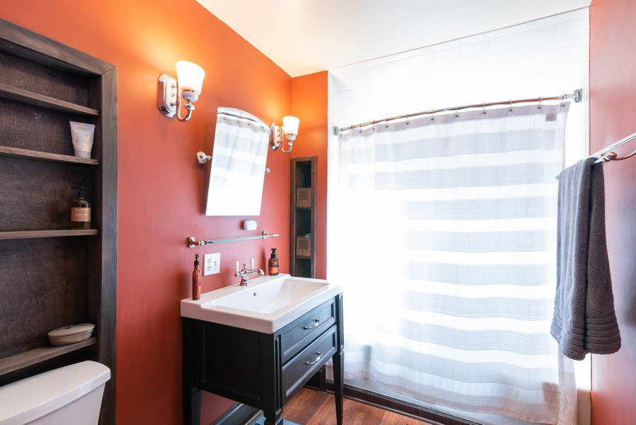 Real Estate Photography - 21 Woodland Ave, Elgin, IL, 60123 - Bathroom