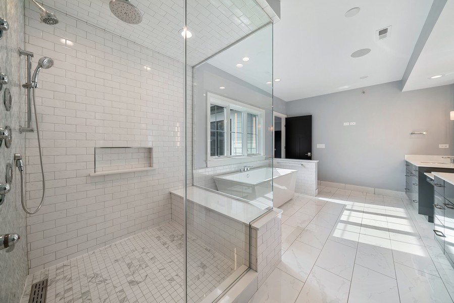Real Estate Photography - 4539 CLAUSEN, WESTERN SPRINGS, IL, 60558 - Master Bathroom