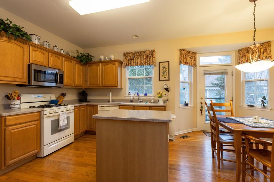 Real Estate Photography - 2261 Meadowcroft Ln, Grayslake, IL, 60030 - Kitchen / Breakfast Room