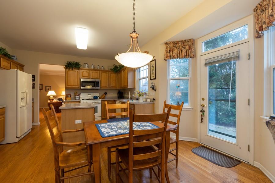 Real Estate Photography - 2261 Meadowcroft Ln, Grayslake, IL, 60030 - Kitchen