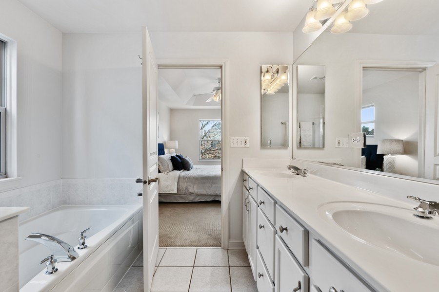 Real Estate Photography - 2307 Sundrop Dr, Glenview, IL, 60026 - Master Bathroom