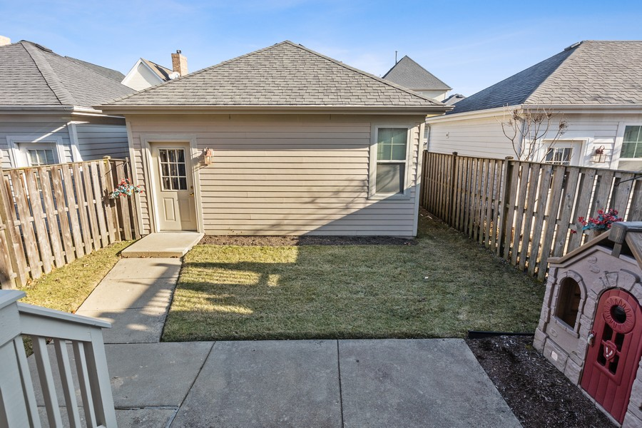 Real Estate Photography - 2307 Sundrop Dr, Glenview, IL, 60026 - Back Yard