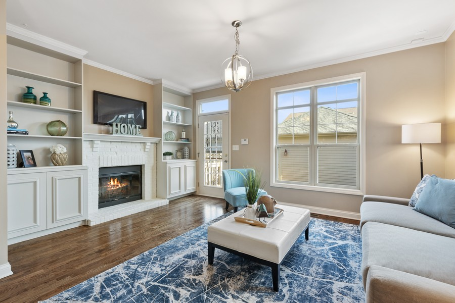 Real Estate Photography - 2307 Sundrop Dr, Glenview, IL, 60026 - Family Room