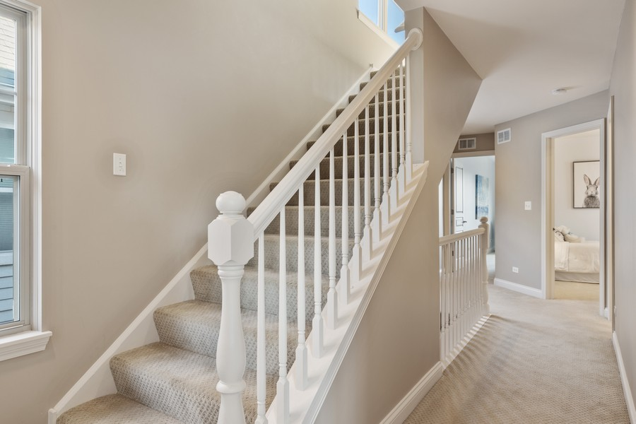 Real Estate Photography - 2307 Sundrop Dr, Glenview, IL, 60026 - Hallway