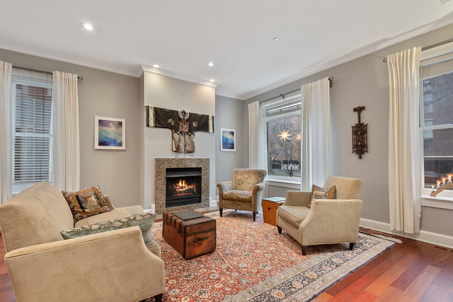 Real Estate Photography - 1112 Church St, 1, Evanston, IL, 60201 - Living Room