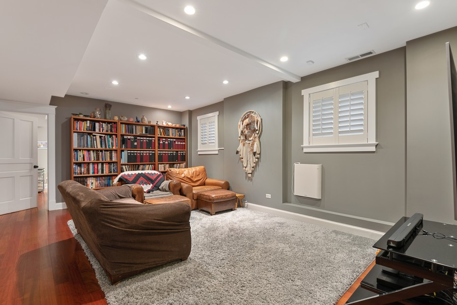 Real Estate Photography - 1112 Church St, 1, Evanston, IL, 60201 - Family Room