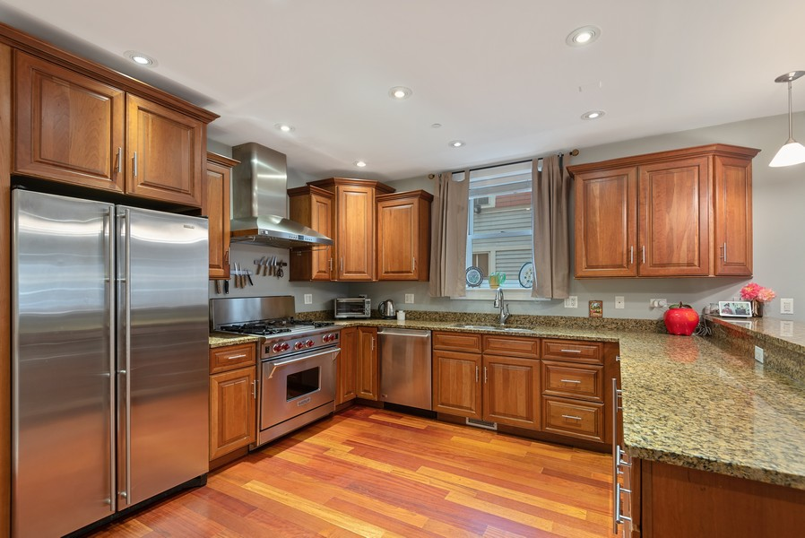 Real Estate Photography - 1112 Church St, 1, Evanston, IL, 60201 - Kitchen