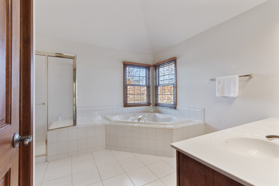 Real Estate Photography - 685 Kendridge Ct, Aurora, IL, 60502 - Master Bathroom