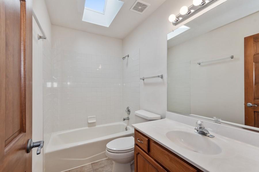 Real Estate Photography - 685 Kendridge Ct, Aurora, IL, 60502 - 2nd Bathroom