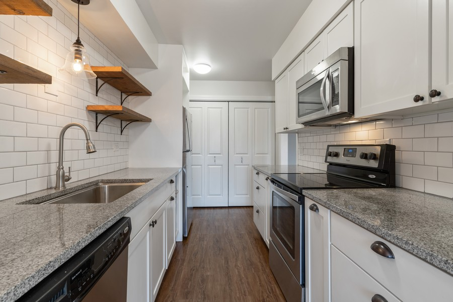 Real Estate Photography - 1215 North Waterman Ave, 2E, Arlington Heights, IL, 60004 - Kitchen