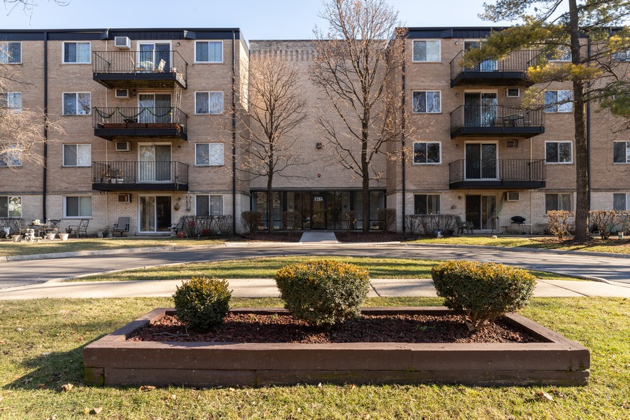 Real Estate Photography - 1215 North Waterman Ave, 2E, Arlington Heights, IL, 60004 - Front View