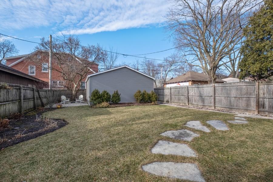 Real Estate Photography - 2630 Lawndale Ave, Evanston, IL, 60201 - Back Yard