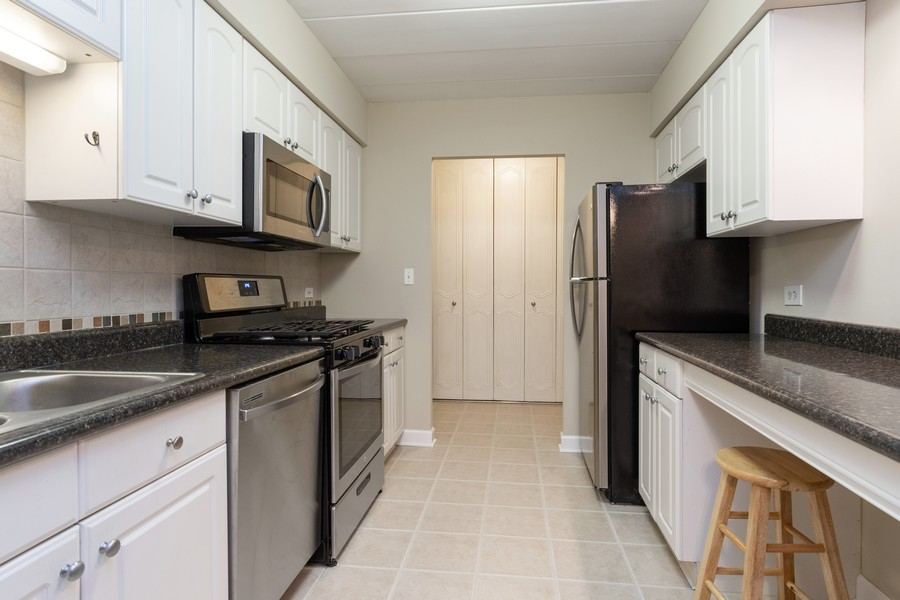 Real Estate Photography - 1104 North Mill St, 104, Naperville, IL, 60563 - Kitchen