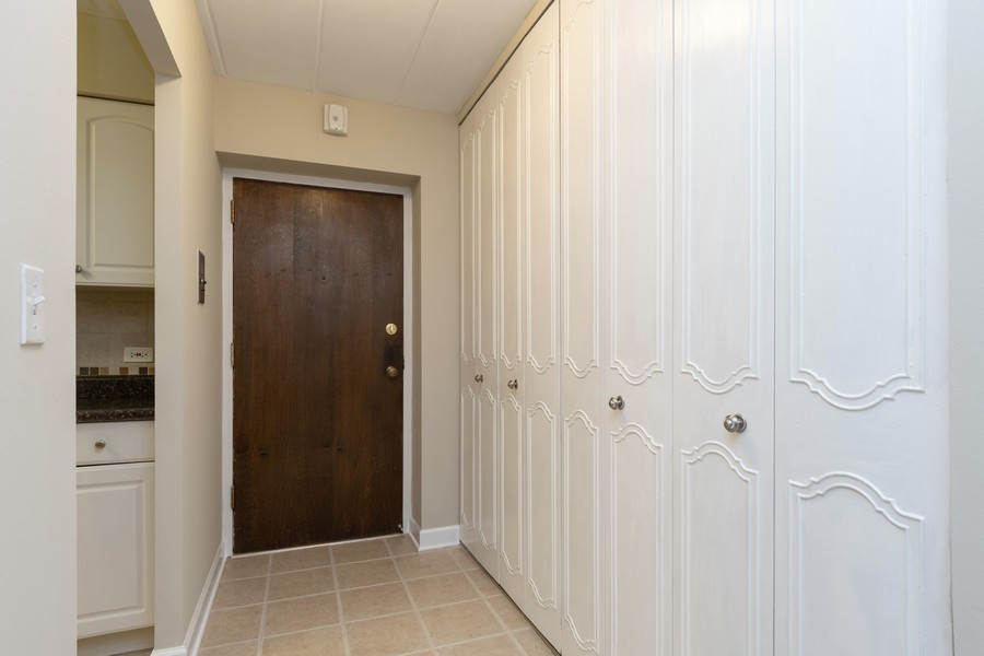 Real Estate Photography - 1104 North Mill St, 104, Naperville, IL, 60563 - Foyer