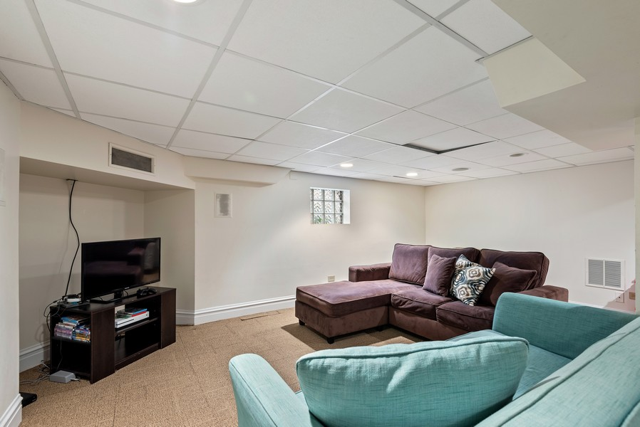 Real Estate Photography - 132 Park Ave, Wilmette, IL, 60091 -