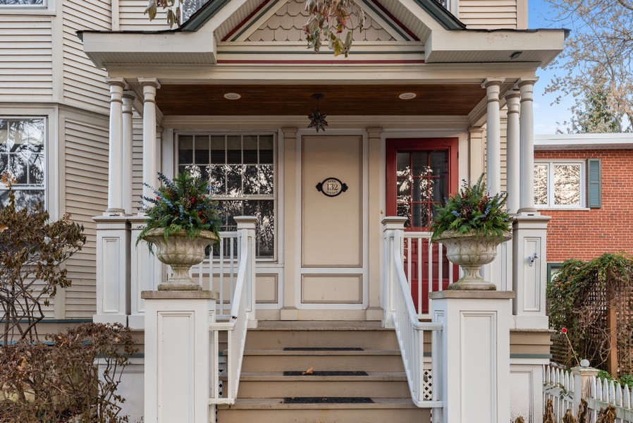 Real Estate Photography - 132 Park Ave, Wilmette, IL, 60091 - Front View