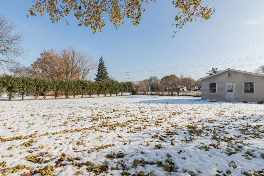 Real Estate Photography - 515 E Ridge Rd, Arlington Heights, IL, 60004 - Back Yard