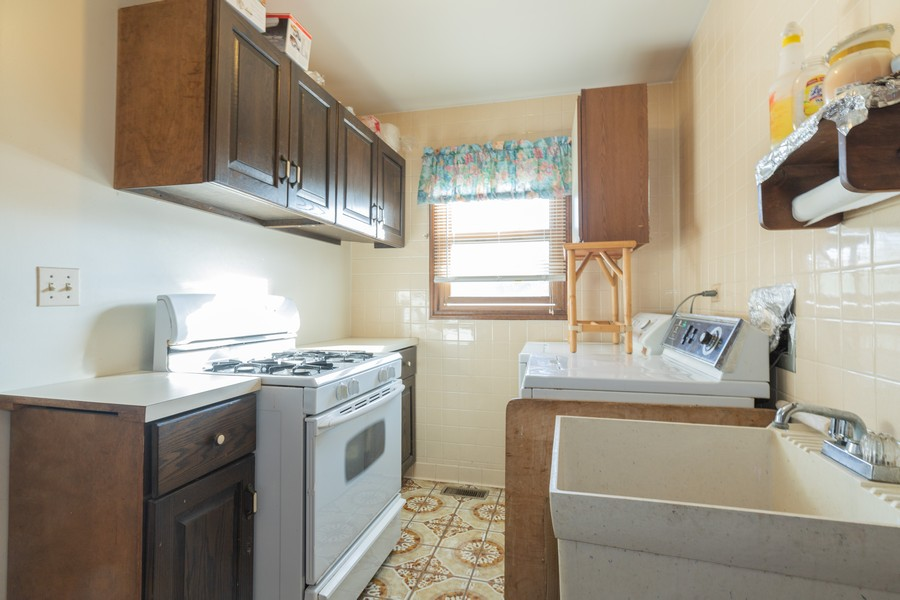 Real Estate Photography - 515 E Ridge Rd, Arlington Heights, IL, 60004 - Laundry Room