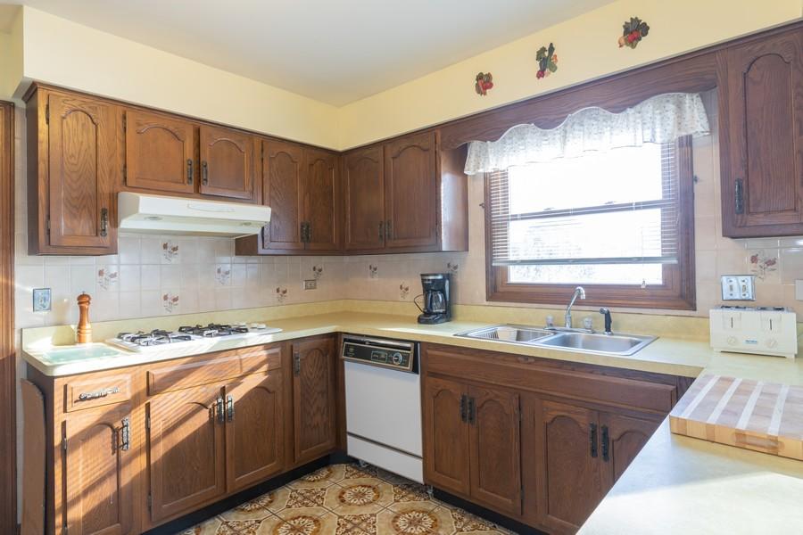 Real Estate Photography - 515 E Ridge Rd, Arlington Heights, IL, 60004 - Kitchen
