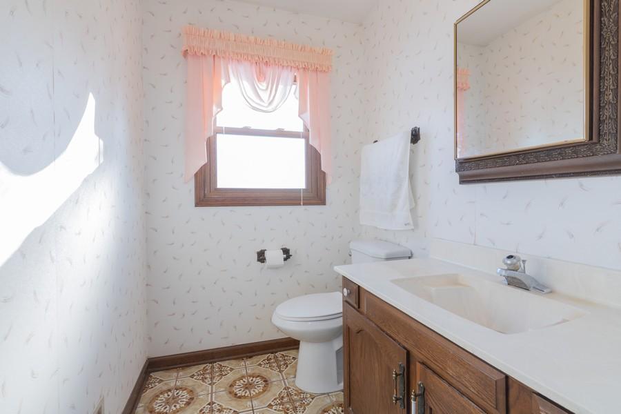 Real Estate Photography - 515 E Ridge Rd, Arlington Heights, IL, 60004 - Half Bath
