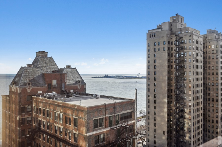Real Estate Photography - 1555 W Astor, 24W, Chicago, IL, 60610 - View