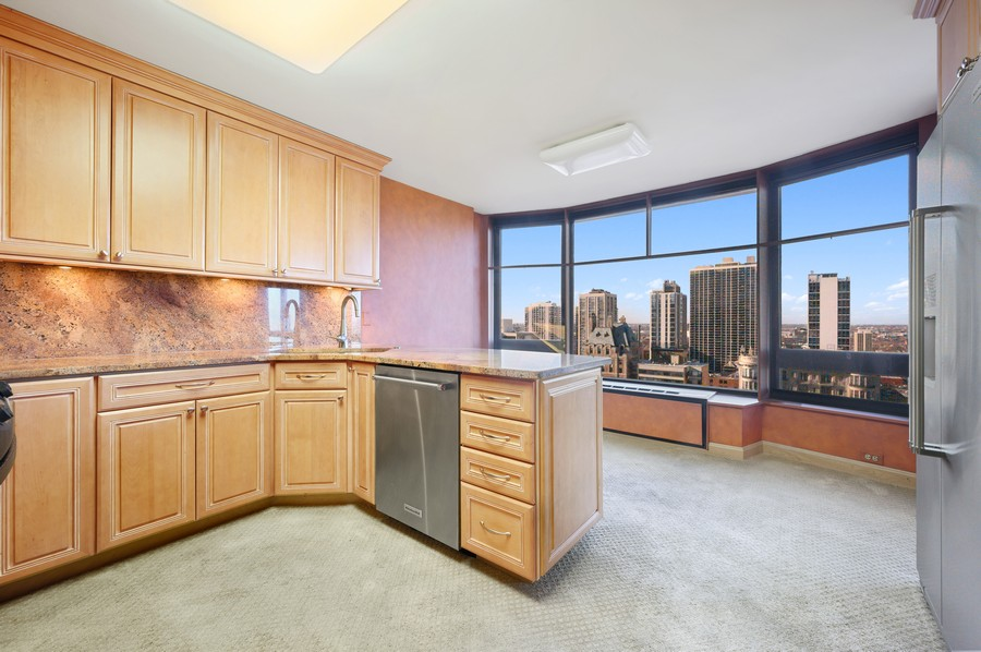 Real Estate Photography - 1555 W Astor, 24W, Chicago, IL, 60610 - Kitchen