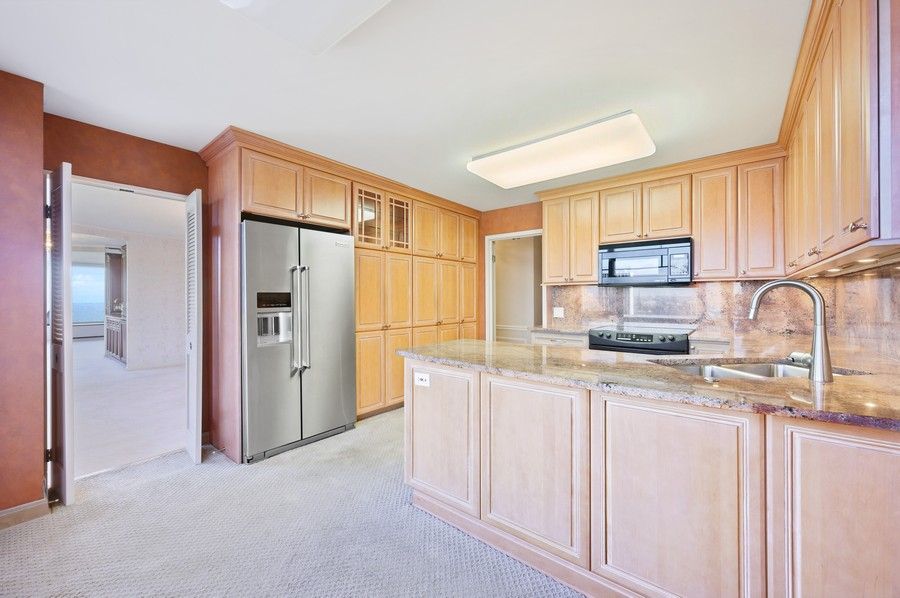 Real Estate Photography - 1555 W Astor, 24W, Chicago, IL, 60610 - Kitchen / Breakfast Room