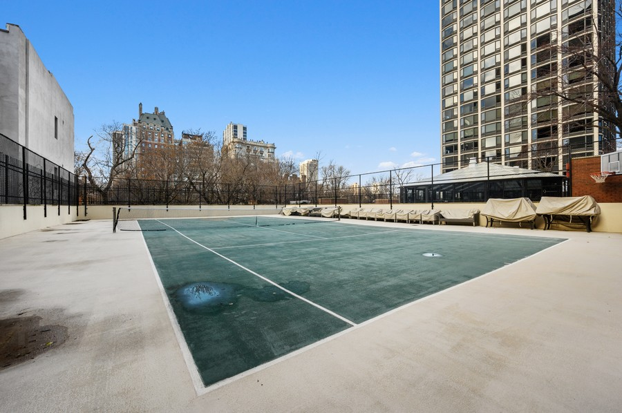 Real Estate Photography - 1555 W Astor, 24W, Chicago, IL, 60610 -
