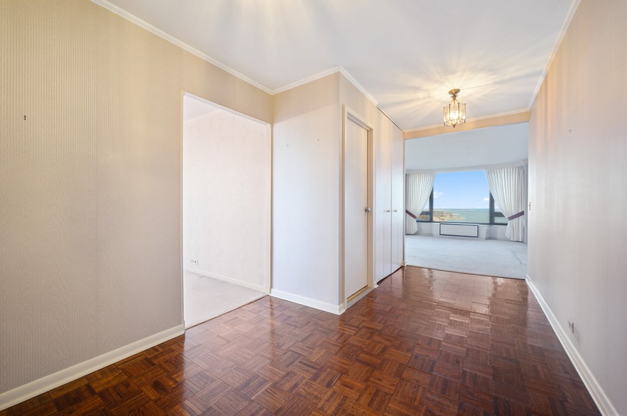 Real Estate Photography - 1555 W Astor, 24W, Chicago, IL, 60610 - Foyer