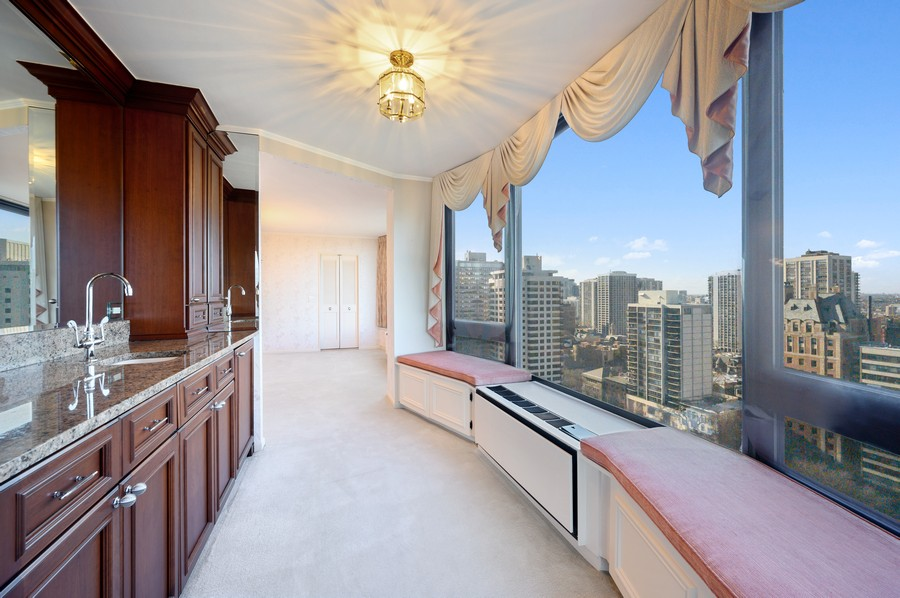 Real Estate Photography - 1555 W Astor, 24W, Chicago, IL, 60610 - Bar
