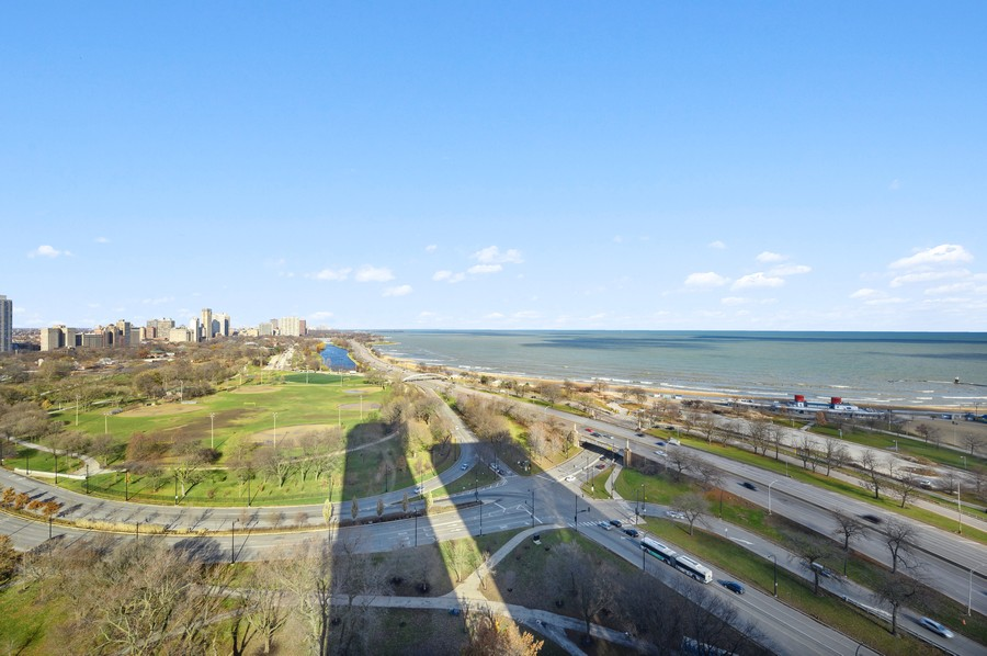 Real Estate Photography - 1555 W Astor, 24W, Chicago, IL, 60610 - Lake View