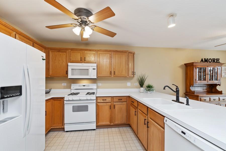 Real Estate Photography - 2624 Schooner Dr, New Lenox, IL, 60451 - Kitchen