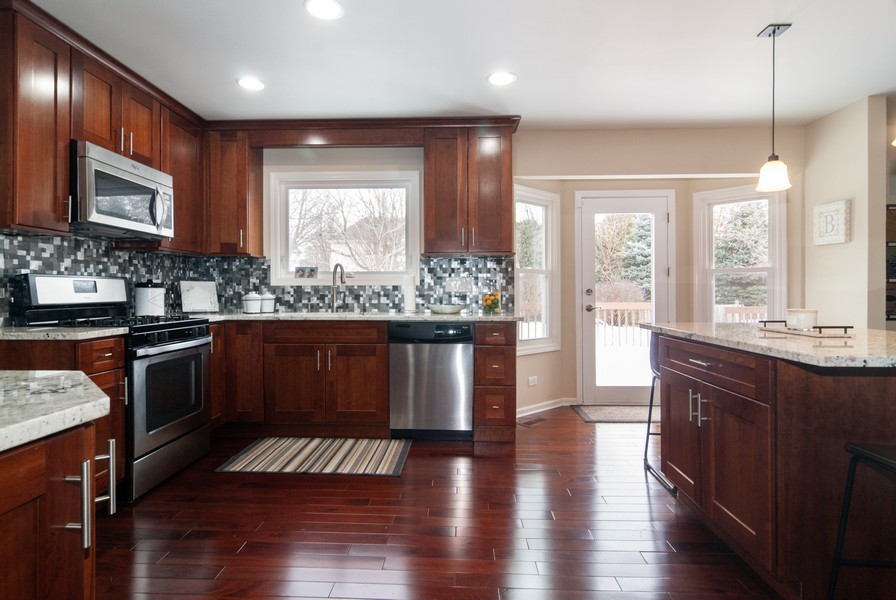 Real Estate Photography - 231 Millington Ln, Aurora, IL, 60504 - Kitchen