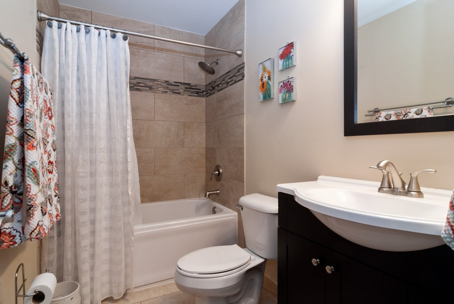Real Estate Photography - 231 Millington Ln, Aurora, IL, 60504 - 2nd Bathroom