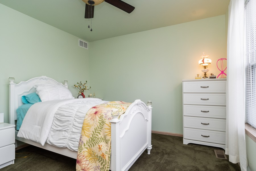 Real Estate Photography - 137 Cinderford Dr, Oswego, IL, 60543 - 3rd Bedroom