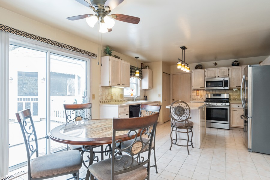 Real Estate Photography - 137 Cinderford Dr, Oswego, IL, 60543 - Kitchen / Breakfast Room