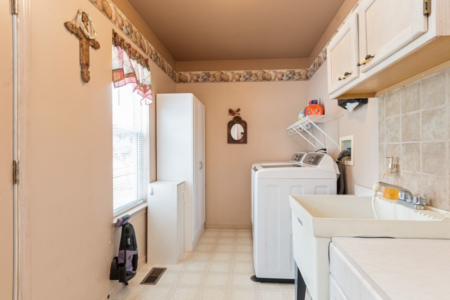 Real Estate Photography - 137 Cinderford Dr, Oswego, IL, 60543 - Laundry Room