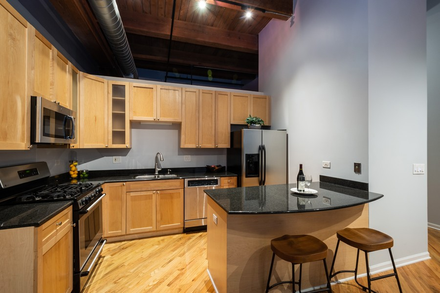 Real Estate Photography - 525 West Superior St, 328, Chicago, IL, 60654 - Kitchen