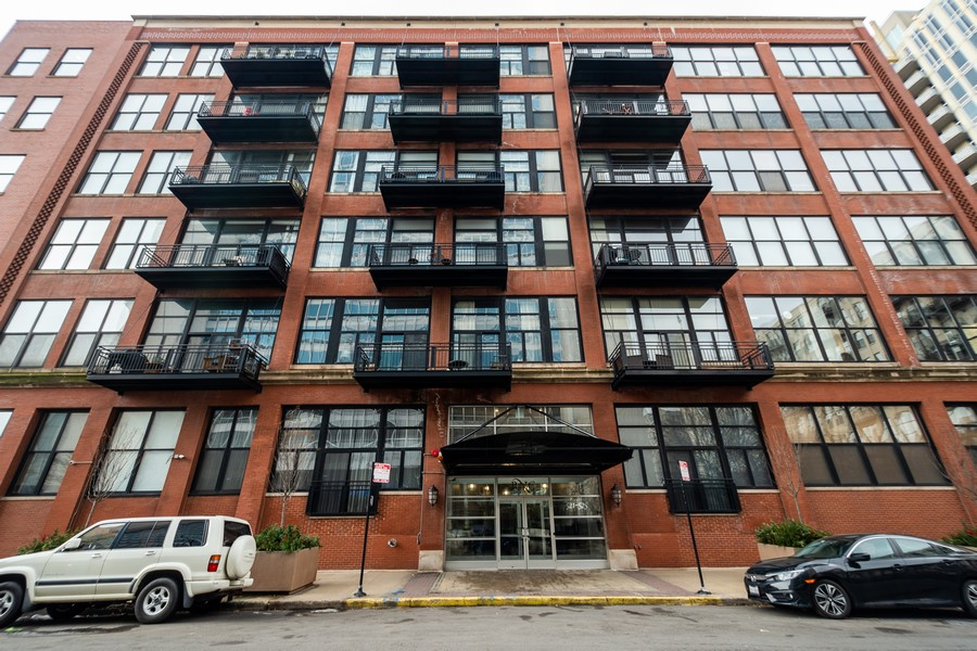 Real Estate Photography - 525 West Superior St, 328, Chicago, IL, 60654 - Front View
