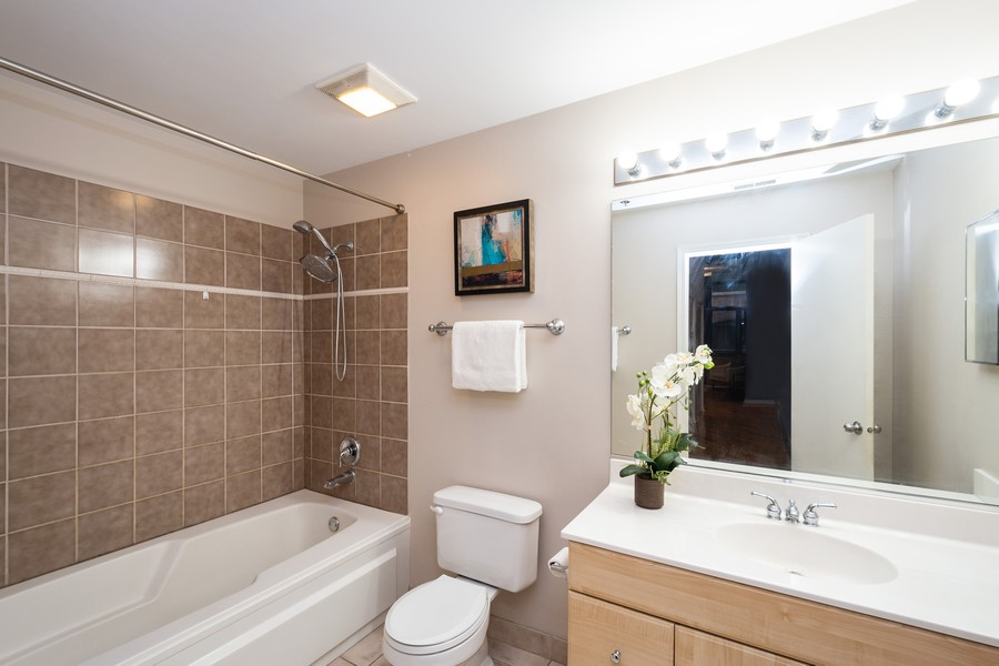 Real Estate Photography - 525 West Superior St, 328, Chicago, IL, 60654 - Bathroom