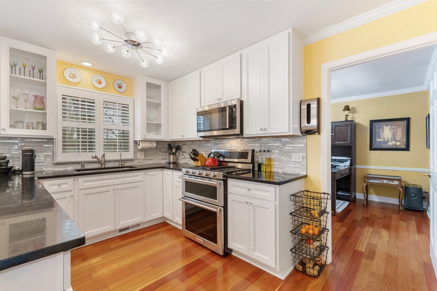 Real Estate Photography - 1519 Wedgefield Cir, Naperville, IL, 60563 - Kitchen