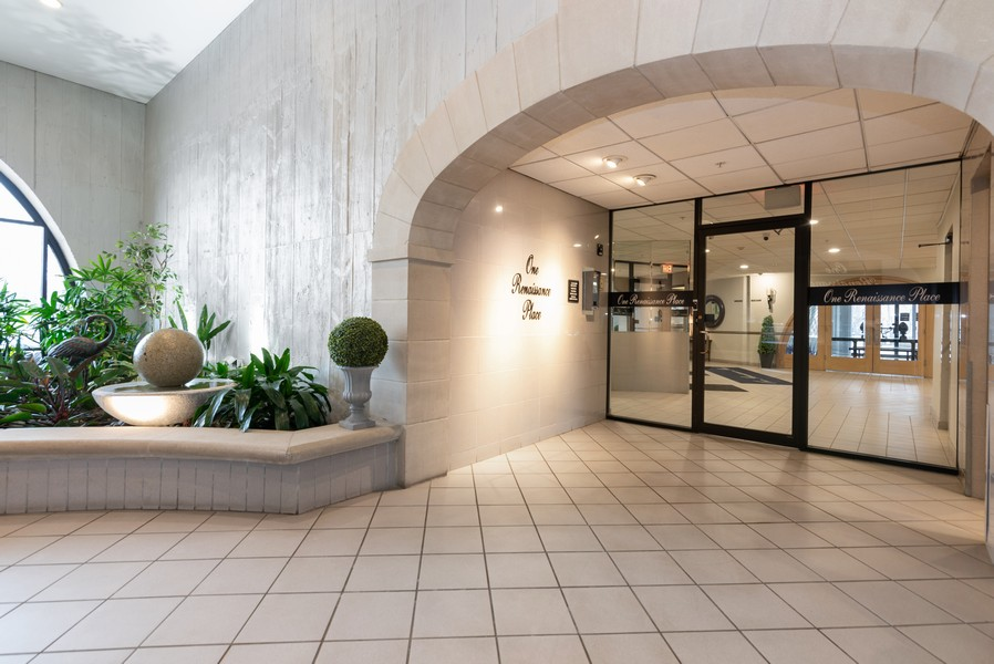 Real Estate Photography - 1 Renaissance Place, Palatine, IL, 60067 - Lobby