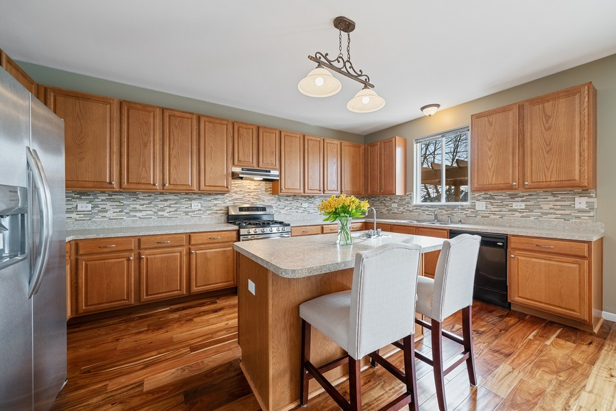 Real Estate Photography - 27233 Red Wing Ln, Channahon, IL, 60410 - KITCHEN