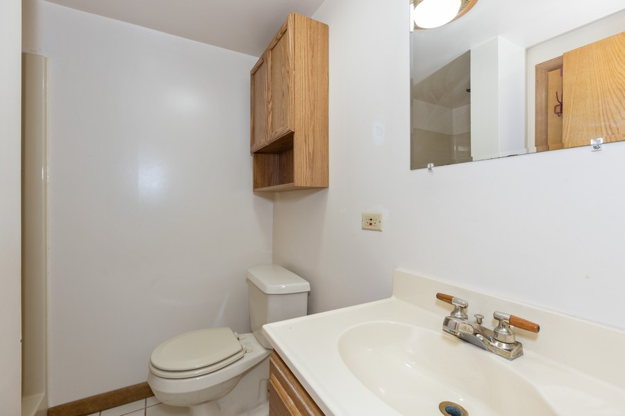 Real Estate Photography - 1032 Schoolgate Rd, New Lenox, IL, 60451 - 2nd Bathroom
