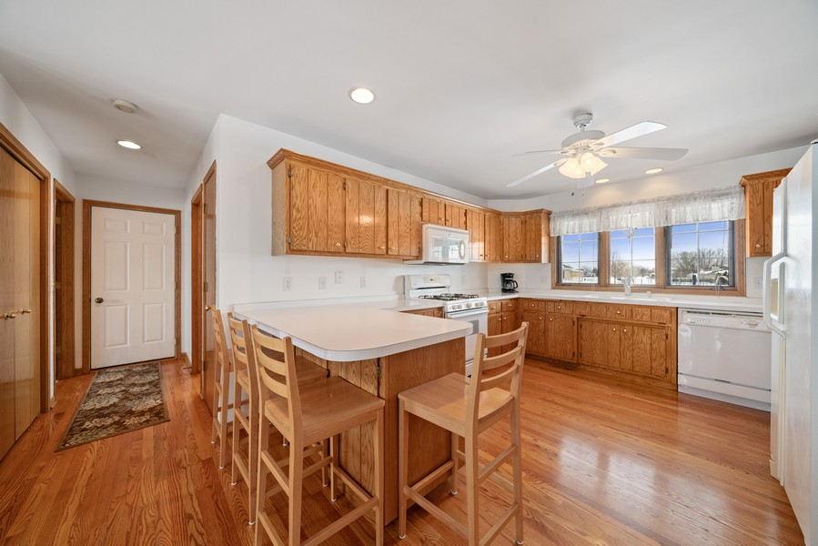 Real Estate Photography - 700 O Toole Dr, Minooka, IL, 60447 - KITCHEN