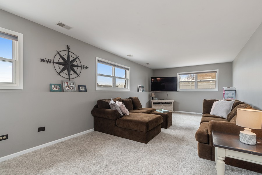 Real Estate Photography - 2338 Cardinal Dr, New Lenox, IL, 60451 - Family Room